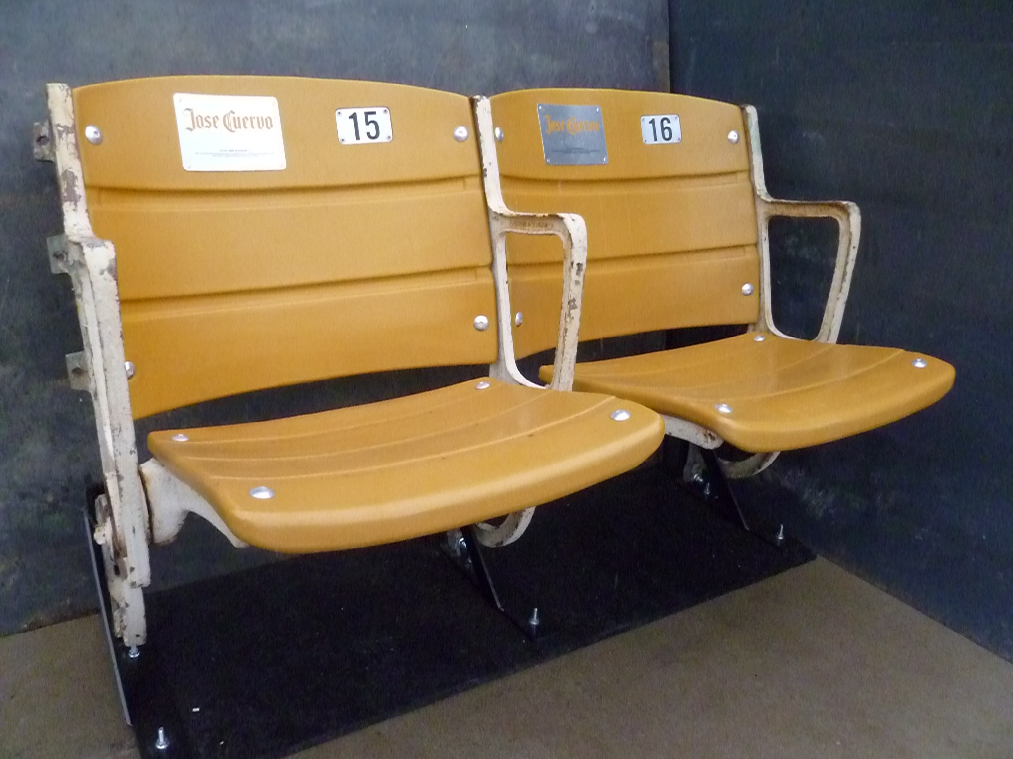 TV Garage Mahal On The DIY Network SS Seating Seats Featured April 17 2011 Episode Of